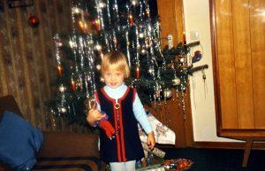 Vor dem Weihnachtsbaum