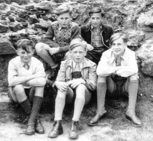 1952: Auf dem Frauenberg bei Marburg