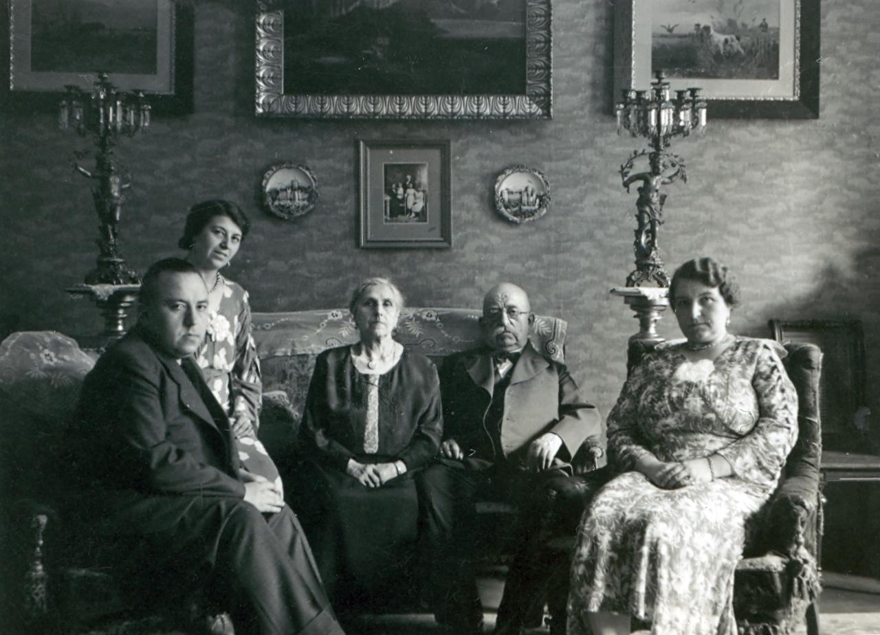 1900 familie im wohnzimmer fotos auf for Wohnzimmer 1900