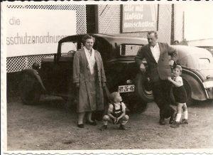 Familie mit Auto