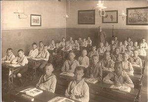 Der Oberlehrer und die Jungenklasse