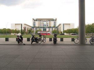 Bundestag blickt auf Bundeskanzleramt