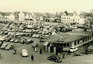 Heider Marktplatz mit DEA-Tankstelle