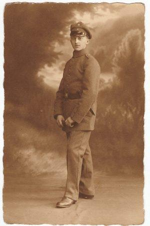 Junge in Uniform 1. Weltkrieg