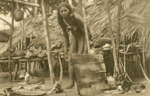 Junge Papua rau beim Bereiten des Essens, Neuguinea