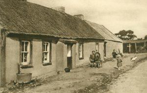 Dorfstraße im Bezirk Donegal, Irland