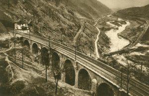 Steinviadukt bei Giornico, Schweiz