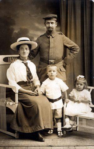 Fronturlaub, Soldat im 1. Weltkrieg mit Familie