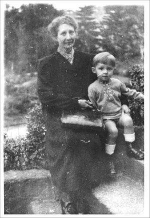 Grossmutter und Enkel in Hamburg