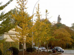 Millerntorwache mit Bismarkdenkmal