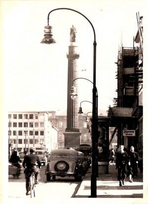 Darmstadt : Blick auf den Luisenplatz mit Monument  1951