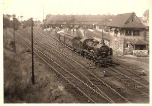 Darmstadt : Hauptbahnhof mit Dampflok 1951