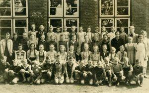 Volksschule Hochdonn mit Lehrer Albert Göhmann