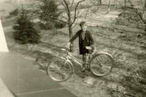 Mädchen mit Fahrrad