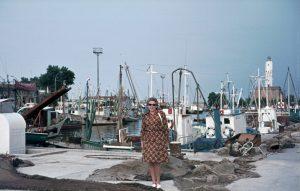 Frau im Hafen von Ravenna